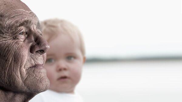 Γήρανση πληθυσμού και υπογεννητικότητα. - Sputnik Ελλάδα