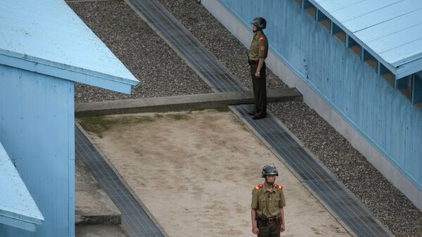 Στρατιώτες της Βόρειας Κορέας στην αποστρατικοποιημένη ζώνη - Sputnik Ελλάδα