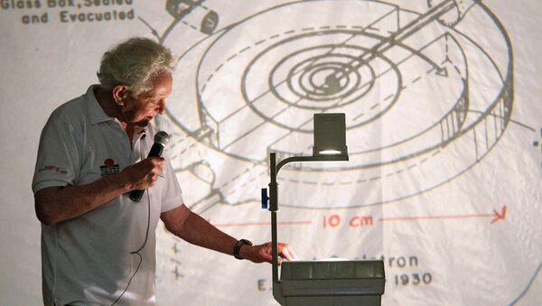 Ο Αμερικανός νομπελίστας φυσικός Λίον Λέντερμαν «πατέρας του σωματιδίου του Θεού» - Sputnik Ελλάδα