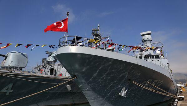 Η φρεγάτα TCG Barbaros και η κορβέττα TCG Büyükada του τουρκικού Πολεμικού Ναυτικού - Sputnik Ελλάδα