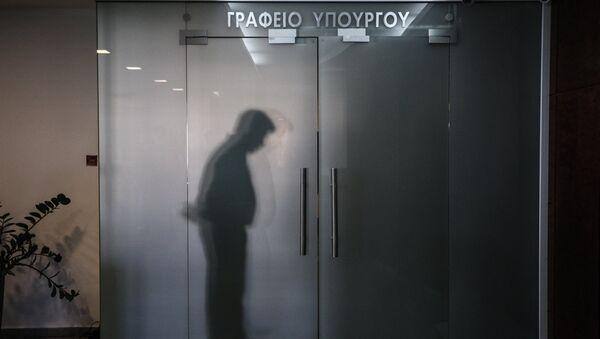 Σκιά σε υπουργικό γραφείο - Sputnik Ελλάδα