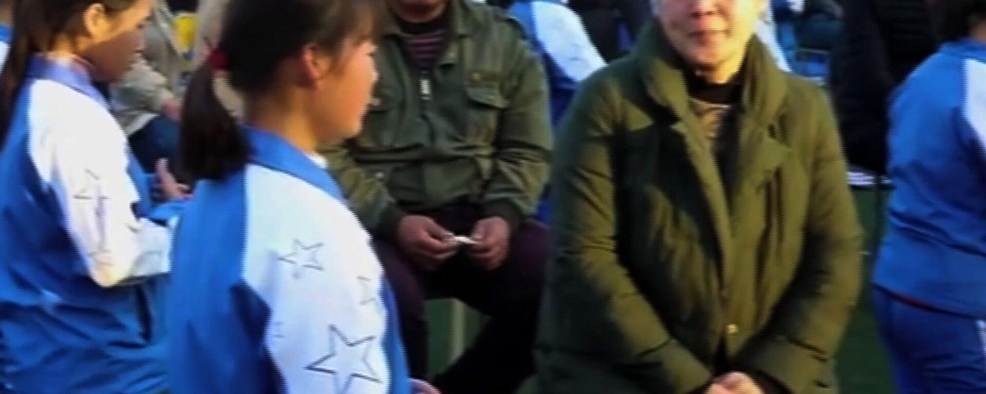 Παιδιά από την Κίνα δείχνουν ευγνωμοσύνη στους γονείς με έναν απρόσμενο τρόπο - Sputnik Ελλάδα, 1920, 05.12.2018