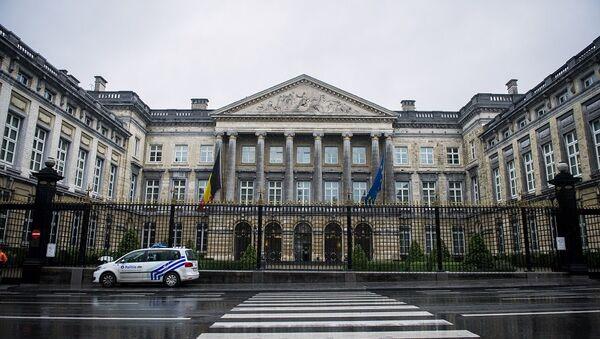 Περιπολικό μπροστά από το βελγικό Κοινοβούλιο - Sputnik Ελλάδα