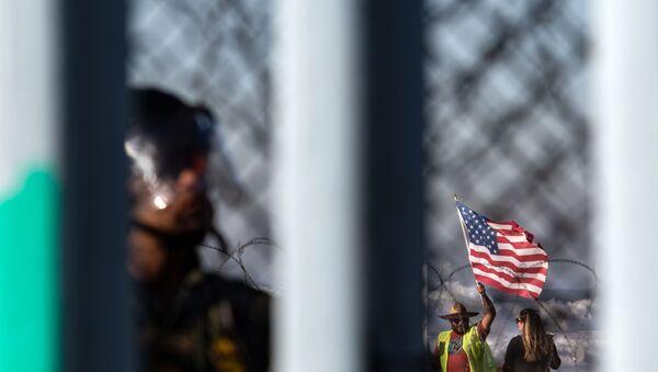Υποστηρικτές του Τραμπ στα σύνορα ΗΠΑ - Μεξικού - Sputnik Ελλάδα