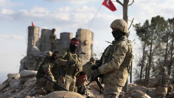 Σύροι μαχητές που συνεργάζονται με τις τουρκικές δυνάμεις στην πόλη Αζάζ της βόρειας Συρίας, στις 28 Ιανουαρίου, 2018 - Sputnik Ελλάδα