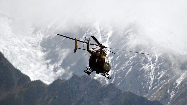 Ελικόπτερο διάσωσης πάνω από τις ιταλικές Άλπεις - Sputnik Ελλάδα