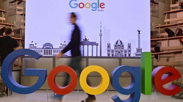 Εργαζόμενος στα γραφεία της Google στο Βερολίνο - Sputnik Ελλάδα