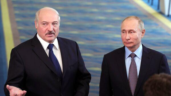 O Αλεξάντερ Λουκασένκο με τον Βλαντιμίρ Πούτιν στο Σότσι - Sputnik Ελλάδα