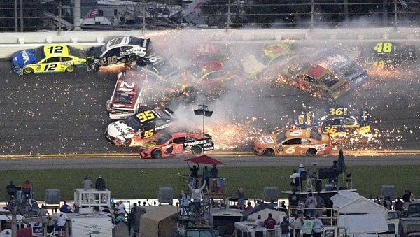 Η σκηνή του ατυχήματος στο ράλι Daytona 5000 στο NASCAR - Sputnik Ελλάδα