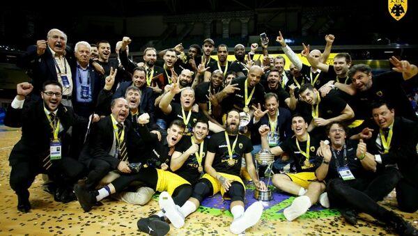 H ομάδα της ΑΕΚ με το τρόπαιο του Διηπειρωτικού - Sputnik Ελλάδα
