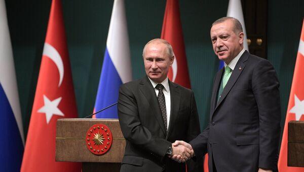 O πρόεδρος της Ρωσίας, Βλαντιμίρ Πούτιν, και ο πρόεδρος της Τουρκίας, Ρετζέπ Ταγίπ Ερντογάν - Sputnik Ελλάδα