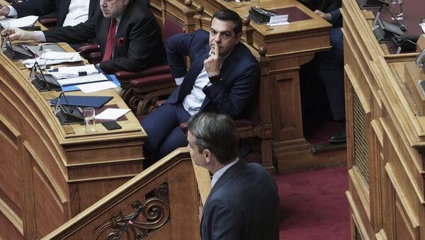 Ο Αλέξης Τσίπρας και ο Κυριάκος Μητσοτάκης στη Βουλή - Sputnik Ελλάδα