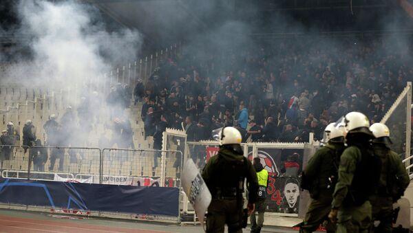 Στιγμιότυπο από τα επεισόδια στο ματς ΑΕΚ - Άγιαξ - Sputnik Ελλάδα