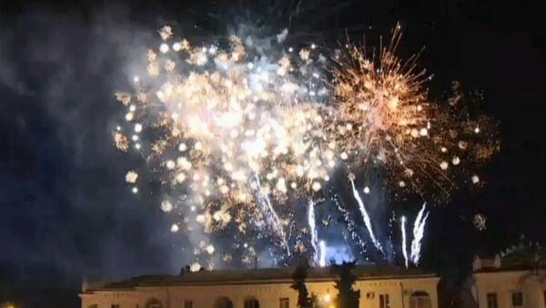 Πυροτεχνήματα γέμισαν φως τον ουρανό της Κριμαίας - Sputnik Ελλάδα