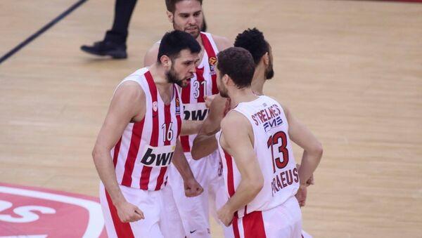 Πανηγυρικό στιγμιότυπο των παικτών του Ολυμπιακού - Sputnik Ελλάδα
