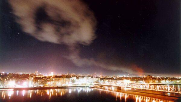 Καπνός πάνω από το Νόβι Σαντ μετά τον βομβαρδισμό του ΝΑΤΟ - Sputnik Ελλάδα
