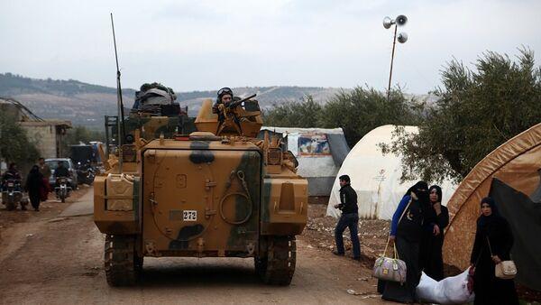Τούρκος στρατιώτης σε άρμα μάχης κοντά στο χωριό Yazi Bagh κοντά στα σύνορα Συρίας και Τουρκίας - Sputnik Ελλάδα
