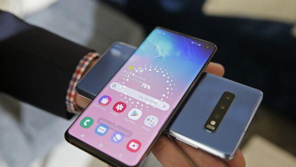 Το «έξυπνο» κινητό Samsung Galaxy S10  - Sputnik Ελλάδα