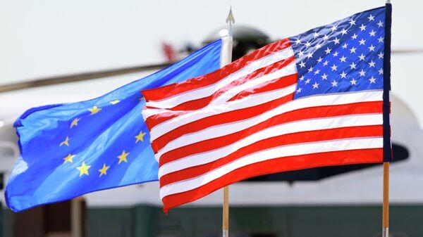 Σημαίες των ΗΠΑ και της ΕΕ - Sputnik Ελλάδα