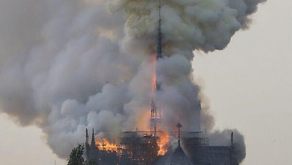 Πυρκαγιά στην Παναγία των Παρισίων - Sputnik Ελλάδα