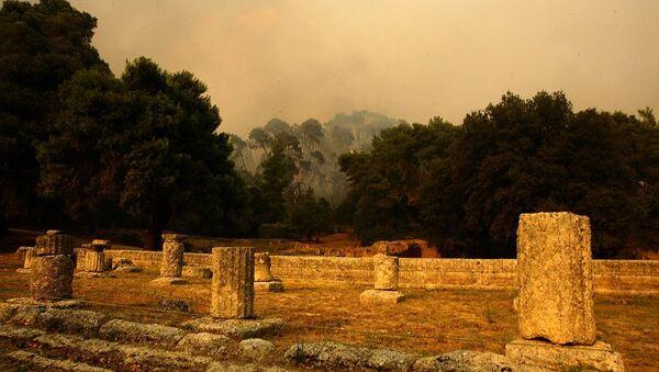 Πυρκαγιά στον Κρόνιο Λόφο απέναντι από τον αρχαιολογικό χώρο της Αρχαίας Ολυμπίας, 26 Αυγούστου 2007 - Sputnik Ελλάδα