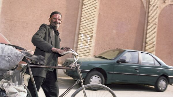 Ιρανός πολίτης σε δρόμο της Τεχεράνης - Sputnik Ελλάδα