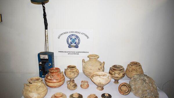 Αρχαιότητες που προσπαθούσαν να πουλήσουν αρχαιοκάπηλοι στη Μεσσηνία - Sputnik Ελλάδα