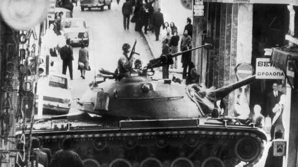 Τανκς στους δρόμους της Αθήνας στις 19 Νοεμβριου, 1973 - Sputnik Ελλάδα