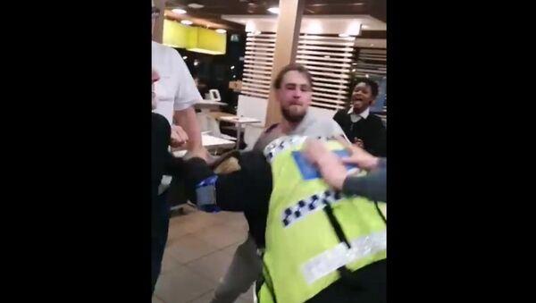 Καβγάς σε κατάστημα McDonald's - Sputnik Ελλάδα