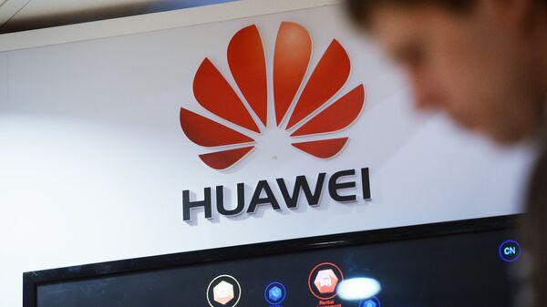 Το λογότυπο του τεχνολογικού κολοσσού Huawei - Sputnik Ελλάδα