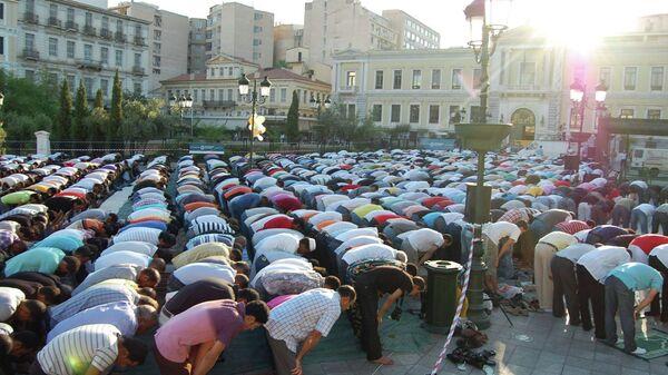 Οι Μουσουλμάνοι προσεύχονται - Sputnik Ελλάδα