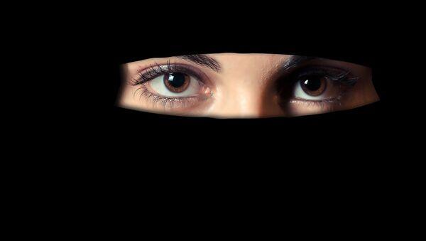 Μουσουλμάνα με μαντίλα - Sputnik Ελλάδα