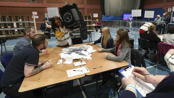 Καταμέτρηση ψήφων στις τοπικές εκλογές σε Αγγλία και Βόρεια Ιρλανδία. - Sputnik Ελλάδα