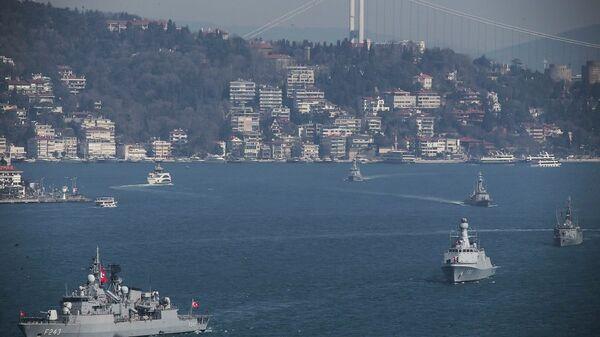 Πλοία του τουρκικού πολεμικού ναυτικού διασχίζουν τον Βόσπορο για την άσκηση «Γαλάζια Πατρίδα» - Sputnik Ελλάδα