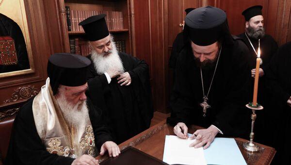 Ο Αρχιεπίσκοπος Ιερώνυμος με μέλη της Ιεράς Συνόδου - Sputnik Ελλάδα