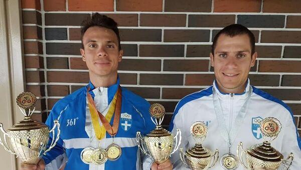 Αριστερά στη φωτογραφία ο ποδηλάτης Χρήστος Βολικάκης - Sputnik Ελλάδα