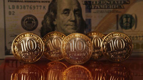 Αμερικανικά δολάρια και ρωσικά ρούβλια - Sputnik Ελλάδα