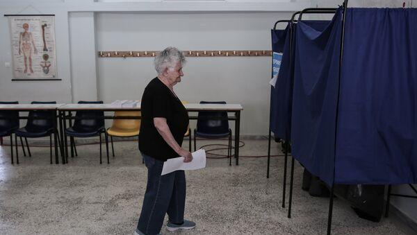 Οι Έλληνες πολίτες προσέρχονται στις κάλπες για τις Νομαρχιακές και Δημαρχιακές εκλογές, Αθήνα, 2 Ιουνίου, 2019. - Sputnik Ελλάδα