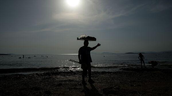 Στιγμιότυπα από την παραλία στο Καβούρι. - Sputnik Ελλάδα