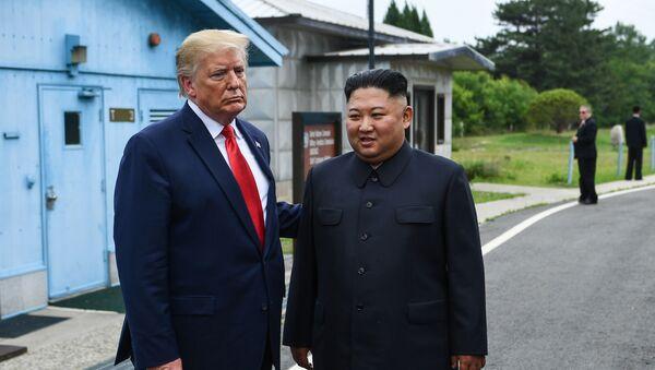 Η συνάντηση Τραμπ και Κιμ στην κορεατική αποστρατικοποιημένη ζώνη  - Sputnik Ελλάδα