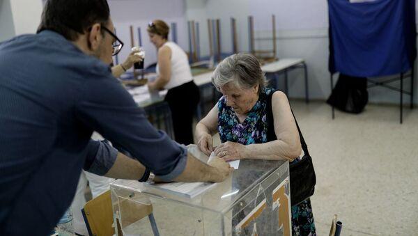 Ηλικιωμένη στην κάλπη - Sputnik Ελλάδα