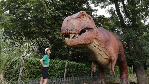 Ένας τυραννόσαυρος Ρεξ στον Ζωολογικό κήπο του Λονδίνου - Sputnik Ελλάδα