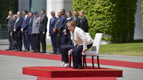 Η Μέρκελ υποδέχεται καθιστή την πρωθυπουργό της Δανίας - Sputnik Ελλάδα