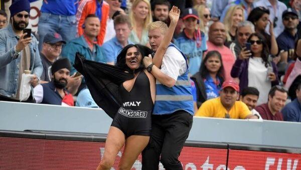 Η Έλενα Ζντοροβέτσκι συλλαμβάνεται στον τελικό του Παγκοσμίου Κυπέλλου κρίκετ - Sputnik Ελλάδα