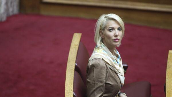 Η βουλευτής Κατερίνα Μονογυιού κατά την τρίτη ημέρα των προγραμματικών δηλώσεων της νέας κυβέρνησης - Sputnik Ελλάδα