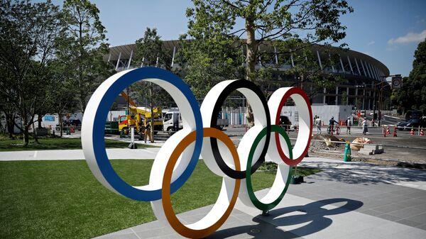 Οι Ολυμπιακοί κύκλοι στην είσοδο του Ολυμπιακού σταδίου του Τόκιο - Sputnik Ελλάδα