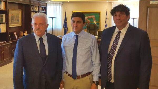Το προεδρείο του ΕΣΑΚΕ με τον υφυπουργό Αθλητισμού, Λευτέρη Αυγενάκη - Sputnik Ελλάδα