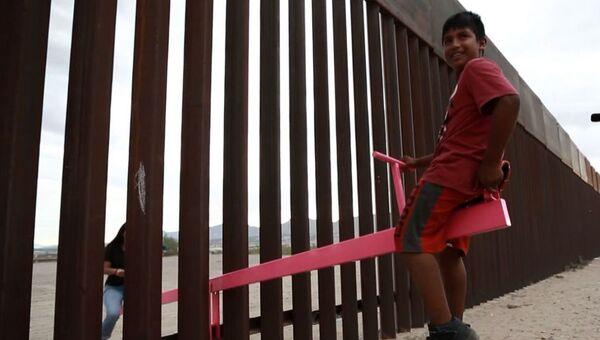 Τραμπάλες «ένωσαν» τα παιδιά στα σύνορα των ΗΠΑ με το Μεξικό - Sputnik Ελλάδα