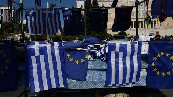 Σημαίες της Ελλάδας και της Ευρωπαϊκής Ένωσης μπροστά στη Βουλή - Sputnik Ελλάδα