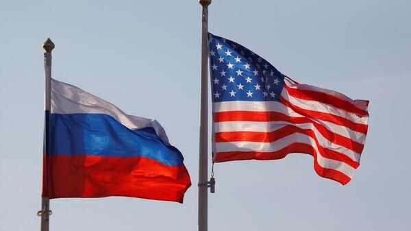 Οι σημαίες των ΗΠΑ και Ρωσία - Sputnik Ελλάδα